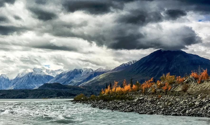 En un par de días desapareció por completo el río Slims en Canadá