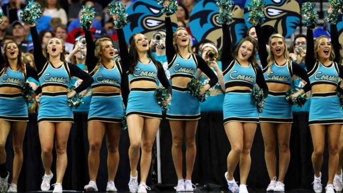 Porristas de la Universidad de Coastal Carolina fueron suspendidas por posible prostitución