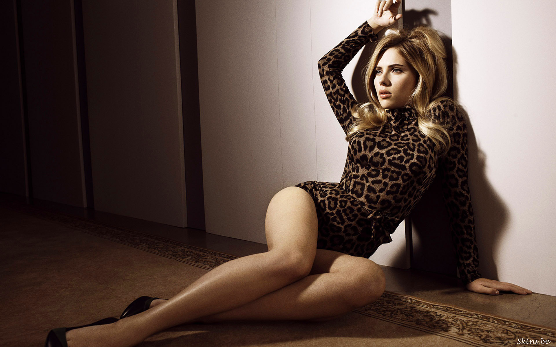 Scarlett Johansson le invitó unos tragos a una abuelita idéntica a ella