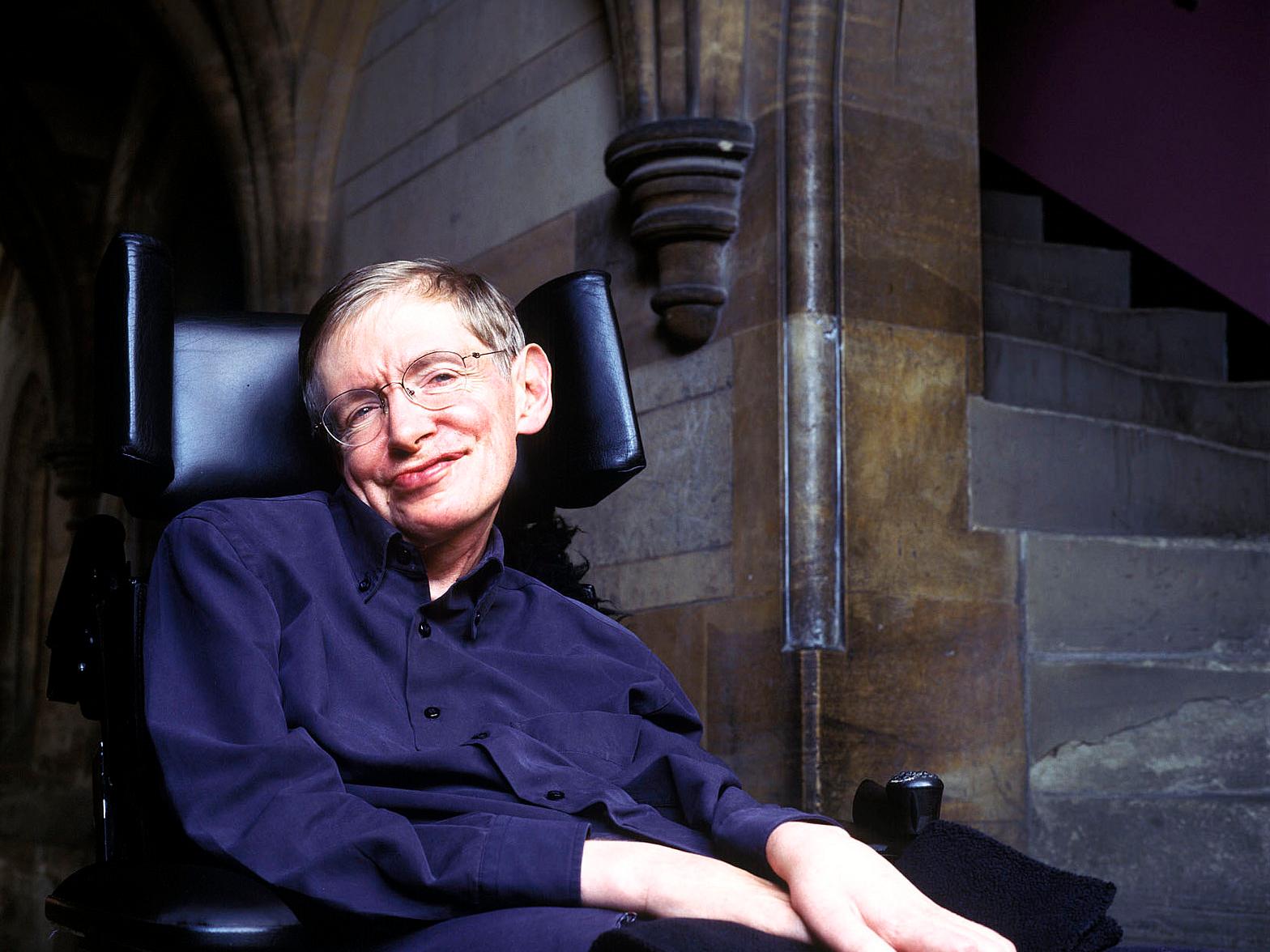 Stephen Hawking dice que tenemos un siglo para encontrar un nuevo planeta al cual emigrar