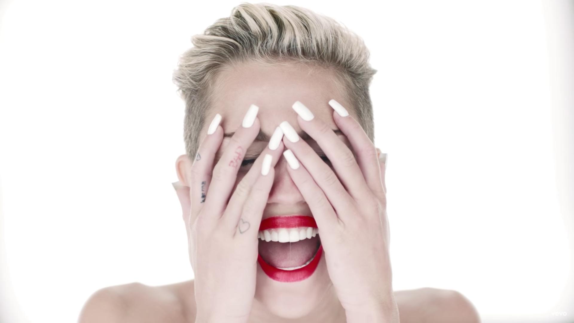 """Miley Cyrus se arrepiente de """"Wrecking Ball"""" y su etapa de locura"""