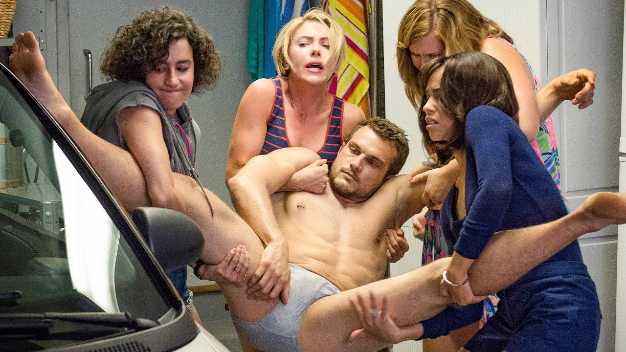 Así disfruta Scarlett Johansson su despedida de soltera en el nuevo trailer de Rough Nigh