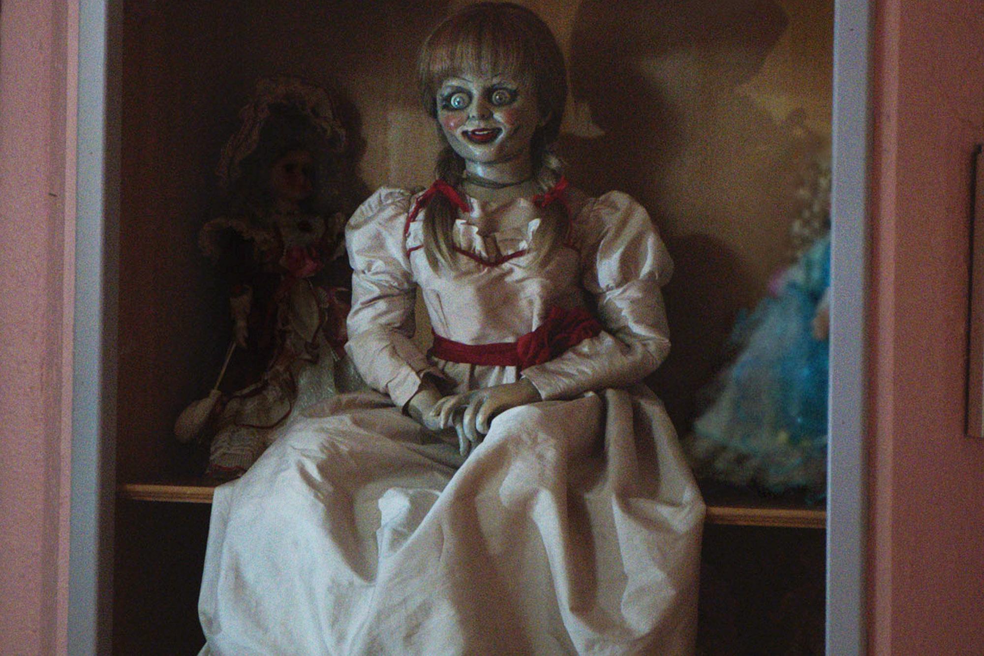 Mujer es poseída después de ver Annabelle 2