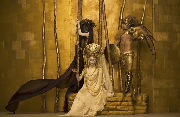 Este artista recreo en fotos las pinturas de Klimt