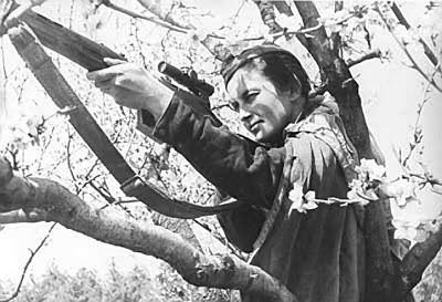 mujeres-rusas-nazis-rifles