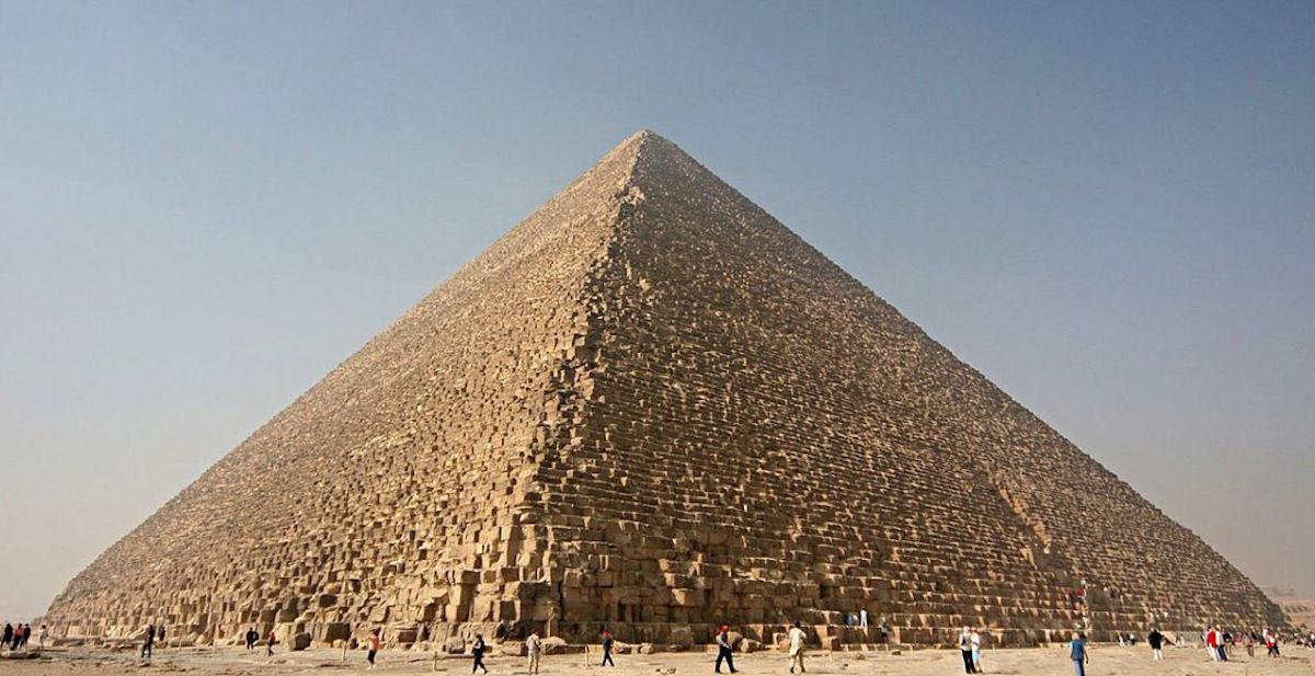 ¿La Pirámide de Keops tiene dentro un trono extraterrestre?