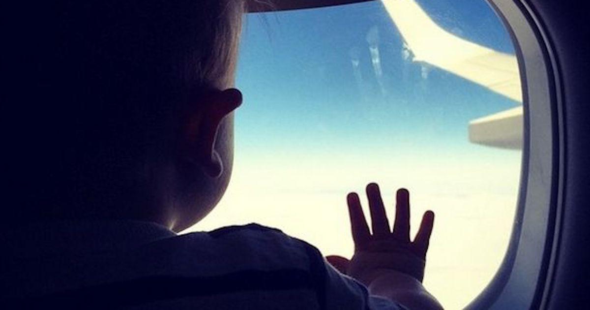 Disculpa bebé viaja primera vez en avión derretirá tu corazón