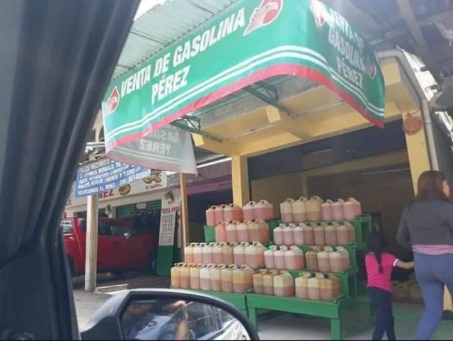Achis, achis: Huachicoleros abren gasolineras... ¿de Pemex?