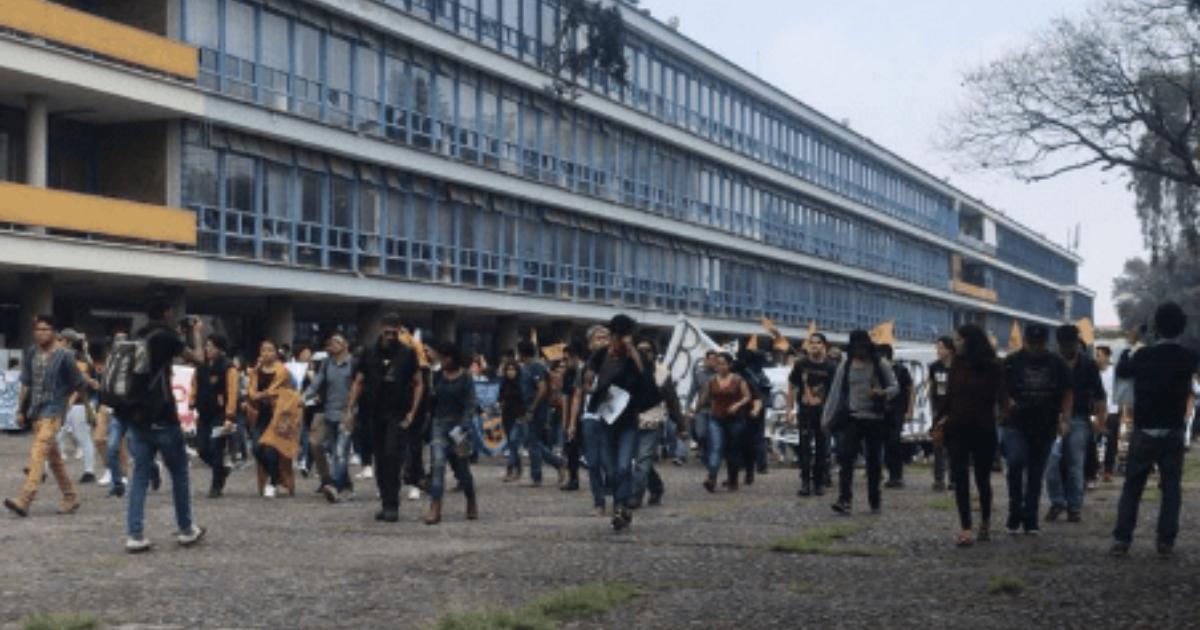 Madrazos CU Porros Manifestantes, Pelea Porros Rectoría, Rectoría Manifestación CU, CU Manifestación, Madrazos, CU