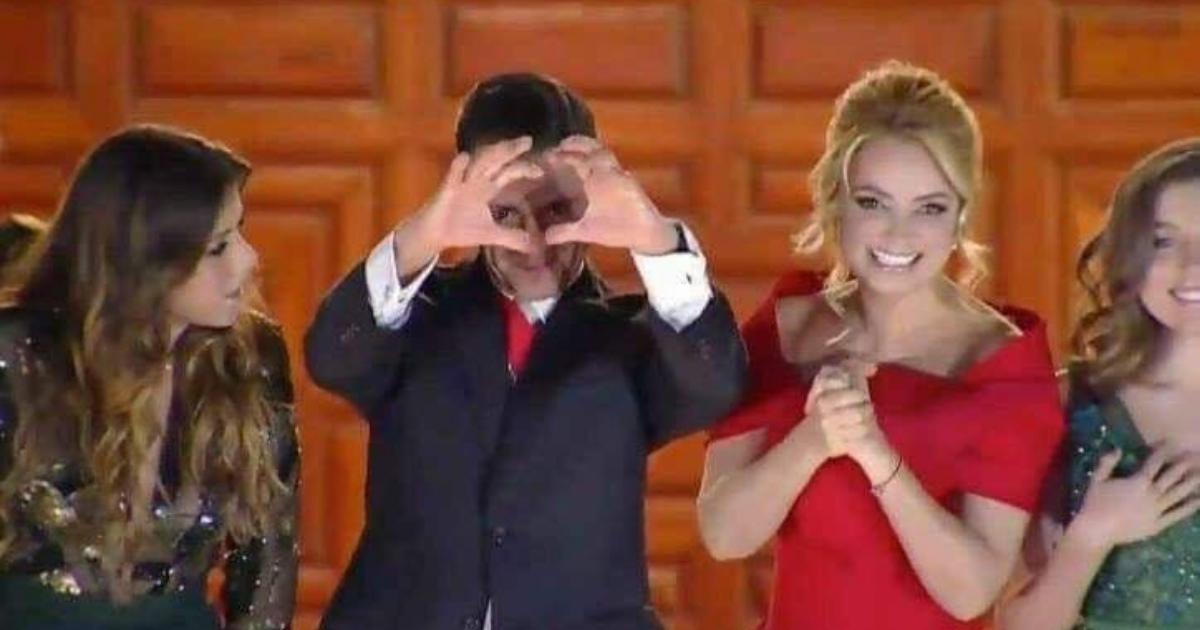 Enrique Peña Nieto Señal Grito 2018, Enrique Peña Nieto Señal, Peña Señal, Memes Enrique Peña Nieto, Memes Grito De Independencia 2018, Grito