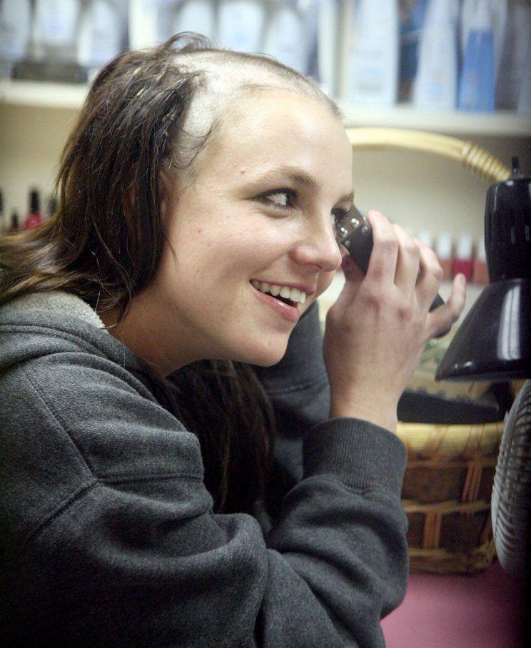 Resultado de imagen para Britney Spears el día que se rapó