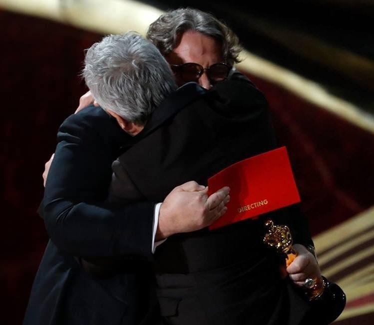 Alfonso Cuarón da conferencia después de ganar el Oscar