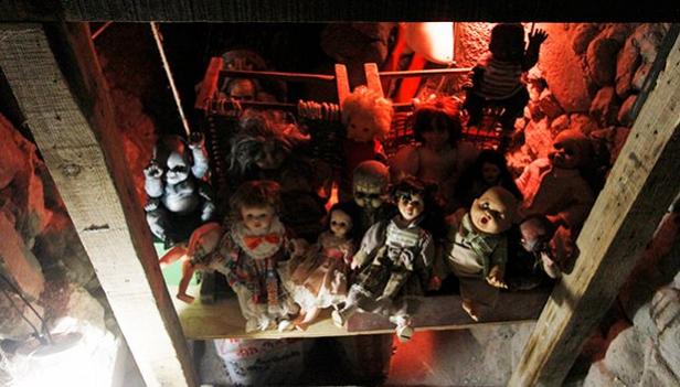 Encuentran muñecas diabólicas enterradas en México