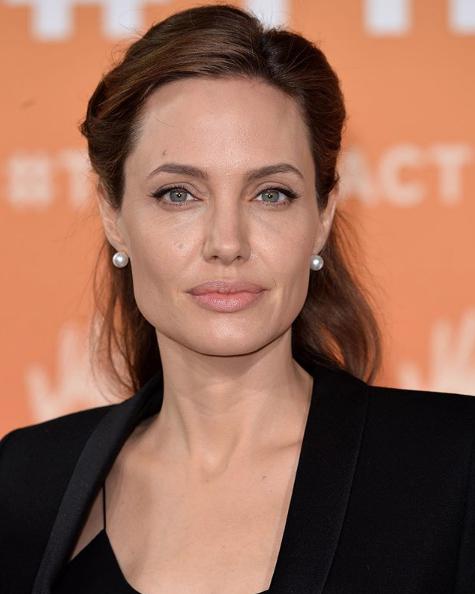 Angelina Jolie revela que se iba a casar con una modelo asiática