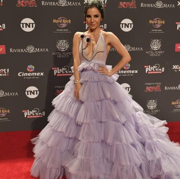 Critican a Martha Higareda en alfombra roja de los Premios Fénix