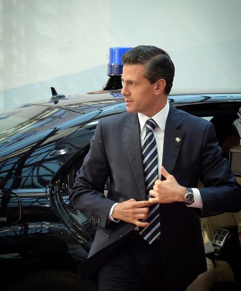 Enrique Peña Nieto pide a Tania Ruiz que lleve peluca a todos lados