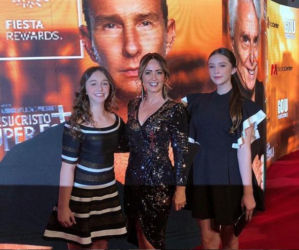 Andrea Legarreta comparte foto con Erik Rubín y sus hijas en premios