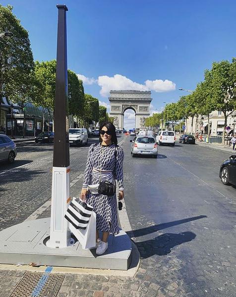 Gomita comparte fotos de vacaciones en París en su Instagram