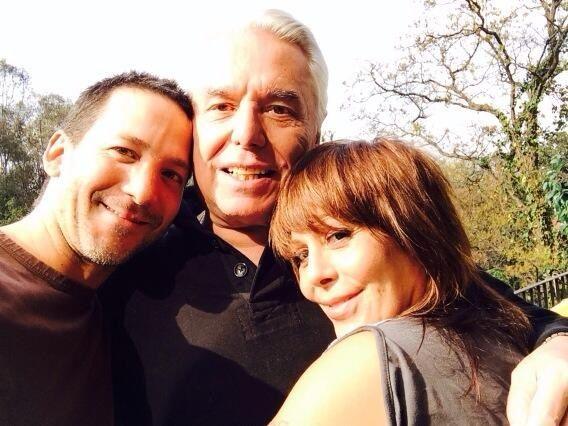 Luis Enrique y Alejandra con su padre enrique Guzmán (Especial)